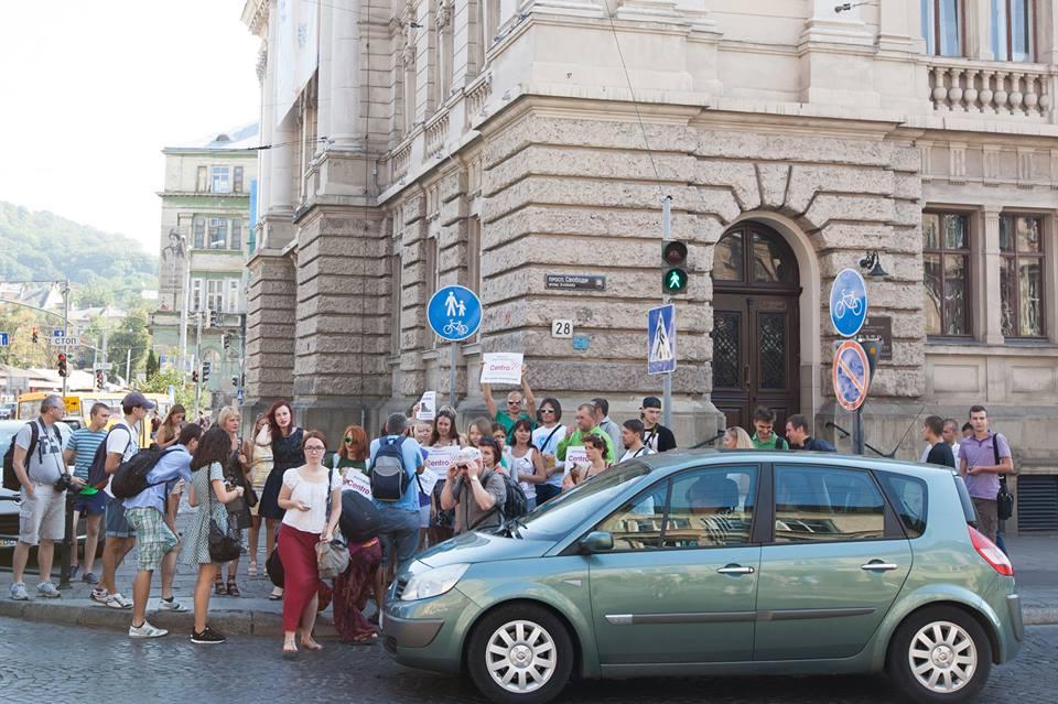 У Львові протестували проти російського магазину взуття ... e9385256901c4