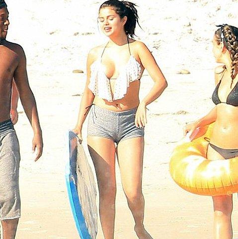 голі циці на пляжі